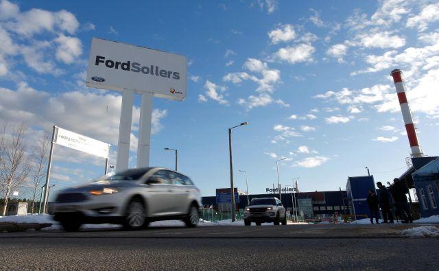 Kot so sporočili iz družbe, so z lokalnim partnerjem in solastnikom tovarn, podjetjem Sollers, podpisali predhodni dogovor o obsežnem prestrukturiranju, to bo pomenilo tudi precejšnje odpuščanje. Foto Reuters