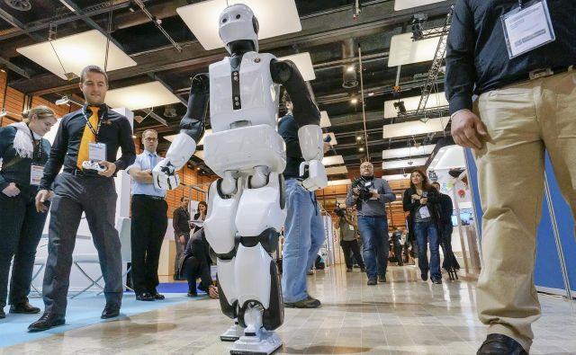 Senzorji RLS Merilne tehnike so v robotih, ki hodijo, igrajo nogomet, iščejo pot iz labirintov – kot je REEM-C podjetja PAL Robotics. Foto Reuters