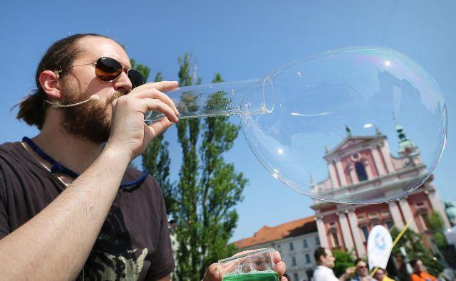 Prizor z Znanstivala na ljubljanskem Tromostovju FOTO Jož�e Suhadolnik