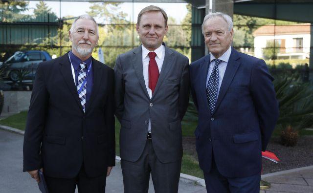 Samo Peter Medved (na sredini) je odstopil s funkcije predsednika sekcije gradbincev pri Inženirski zbornici. FOTO: Leon Vidic/Delo