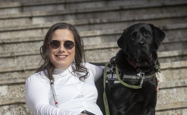 Irena Mihelj s psom vodnikom Biskom Foto Voranc Vogel/delo
