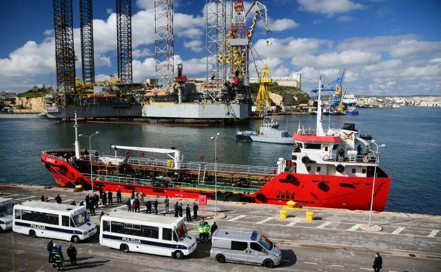 El Hiblu 1 v pristanišču v Valletti. FOTO: Matthew Mirabelli/AFP