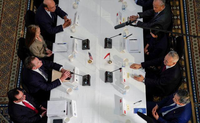 Na trgovinskih pogajanjih med Kitajsko in Ameriko v Pekingu so včeraj dosegli nekaj premikov na področju prenosa tehnologij. FOTO: Reuters