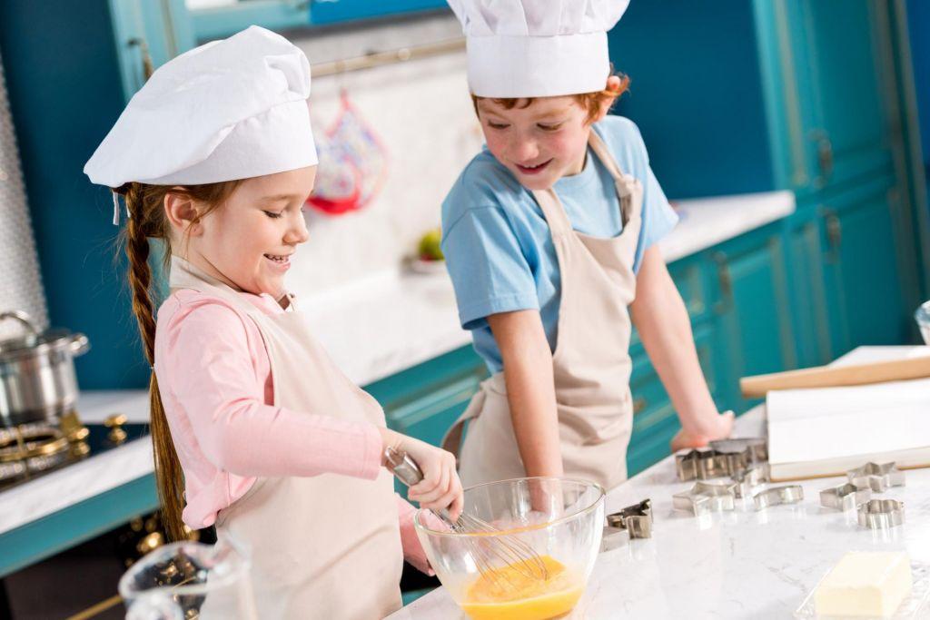 Ko kuhalnice zavihtijo otroci