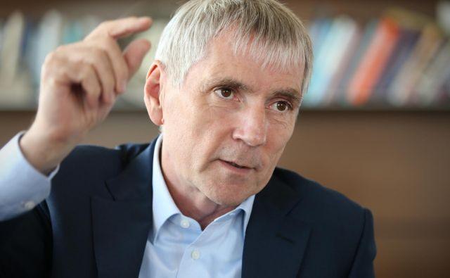 Sandi Češko se je z novinarko Suzano Kos pogovarjal o svojih poslih in tudi o politiki. Jutri ne spreglejte intervjuja v Sobotni prilogi in na delo.si! FOTO: Jure Eržen<br />