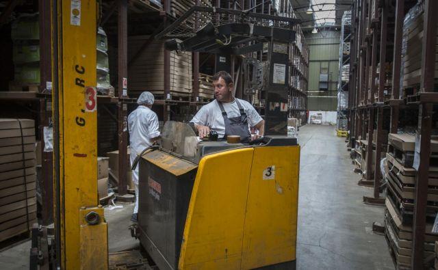 V dejavnosti promet in skladiščenje je v zadnjem lanskem četrtletju dodana vrednost predstavljala 41 odstotkov čistih prihodkov od prodaje. FOTO: Voranc Vogel/Delo