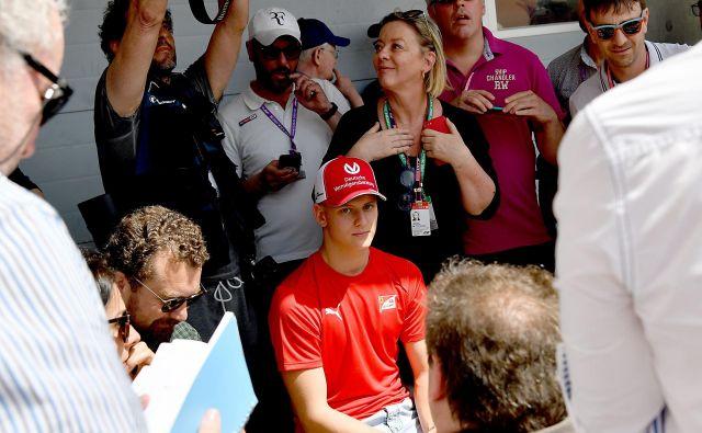 V Bahrajnu je okrog Micka Schumacherja v teh dneh vrvež. FOTO: AFP