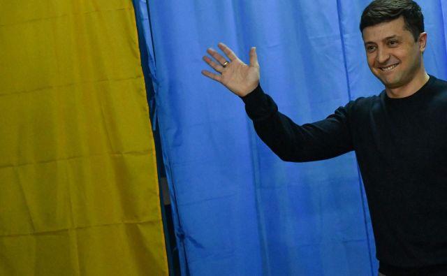 Za 41-letnega Volodimira Zelenskega glasovalo okoli 30 odstotkov Ukrajincev. FOTO: AFP
