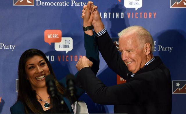 Lucy Flores in Joe Biden nista več prijatelja. FOTO: AFP