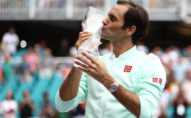 V Miamiju je Roger Federer lovoriko poljubil že četrtič. FOTO: Al Bello/AFP