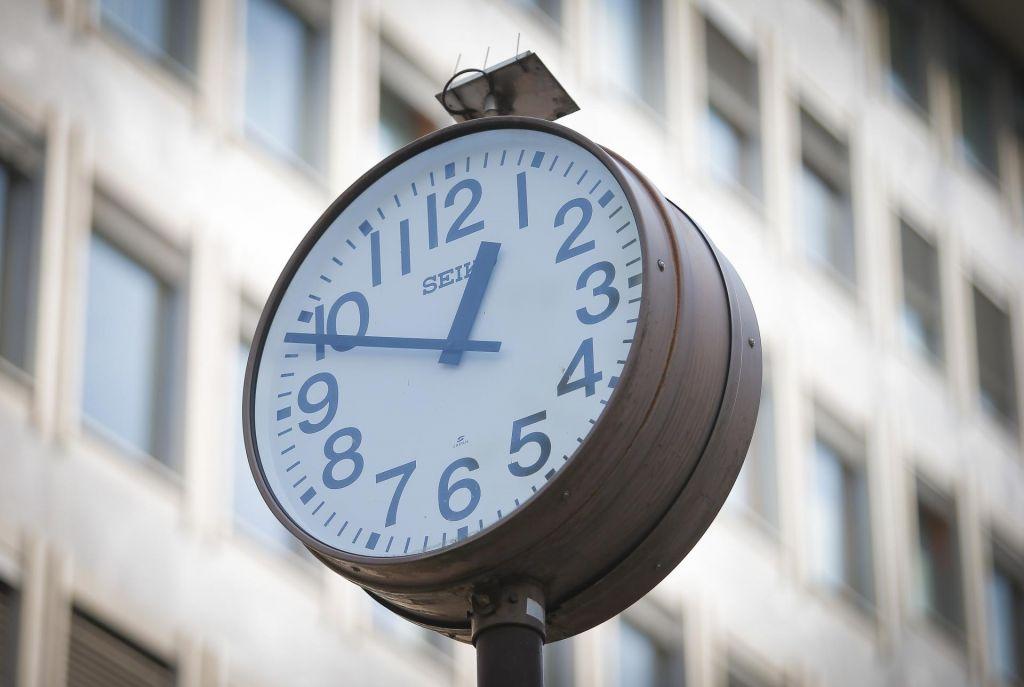 Ste premaknili uro?
