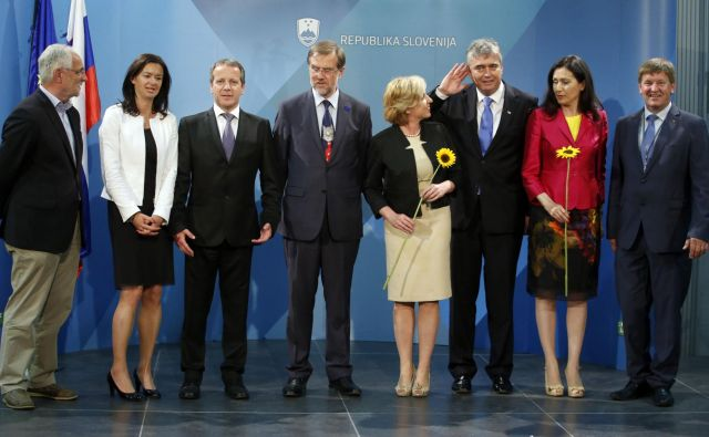 Skupinska fotografija izvoljenih poslancev za evropski parlament v novinarskem središču na Gospodarskem razstavišču v Ljubljani 25. maja 2014. FOTO: Matej Družnik/delo