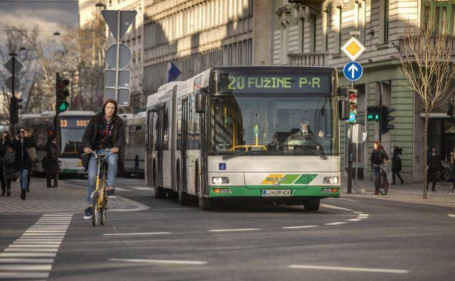 Avtobusi LPP so od danes dražji. FOTO: Voranc Vogel/Delo