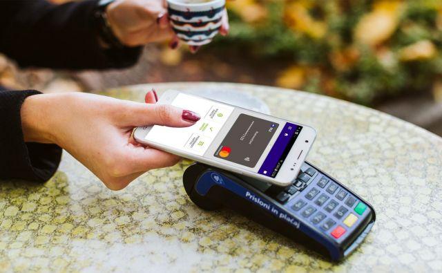 NLB Pay omogoča brezstično plačevanje na ustrezno opremljenih terminalih POS. Foto: NLB