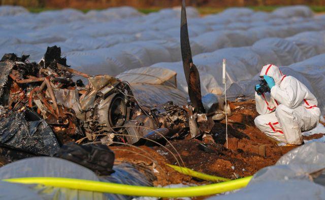 V policijskem vozilu sta umrla tudi dva policista, ki sta hitela na kraj nesreče. FOTO: Kai Pfaffenbach/Reuters