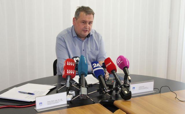 Miran Šadl, predstavnik za odnose z javnostmi PU Maribor na današnji novinarski konferenci. FOTO: PU Maribor