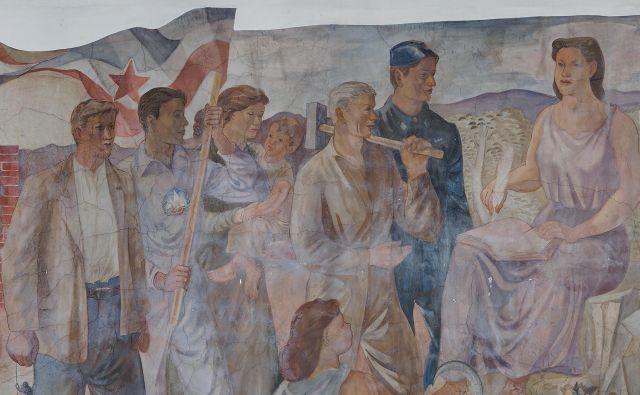 Fresko, o kateri so na ljubljanski Kotnikovi nekoč po njenem nastanku presodili, da jo je ustrezneje prekriti z znižanjem stropa, je odkril Gregor Dražil iz ljubljanskega Mednarodnega grafičnega likovnega centra. FOTO: Jaka Babnik