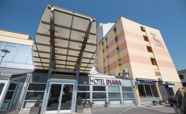 Heta bo v prihodnjih dneh zaradi prodaje Hotela Diana začela njegovo prisilno izpraznitev. Foto Jure Banfi