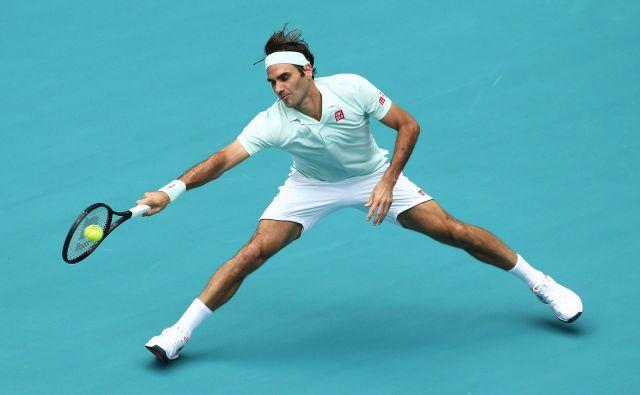 Roger Federer se je po treh zmagah v Key Biscaynu razveselil tudi prve na novem štadionu Hard Rock, kjer sicer domujejo igralci ameriškega nogometa Miami Dolphins. FOTO: AFP