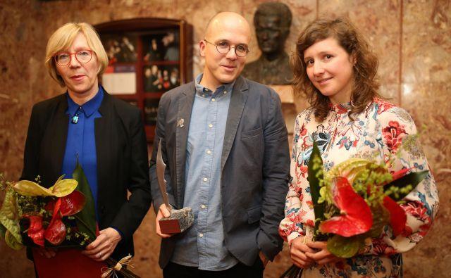 Trojec nagrajencev: Darja Dominkuš, Nejc Gazvoda in Ana Obreza. FOTO: Tomi Lombar/Delo