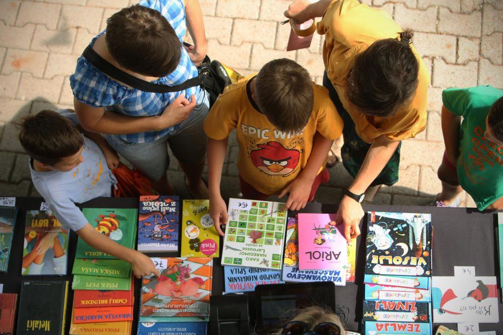 FOTO:Knjige imajo čudovito lastnost: pomagajo nam, da ne hitimo