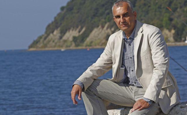»Ne želimo si, da bi Ankaran postal počitniško naselje, z visokimi cenami nepremičnin, ki bi živelo le nekaj mesecev na leto in bi bilo mladim večinoma nedosegljivo,« pravi župan Gregor Strmčnik. Foto Tomi Lombar
