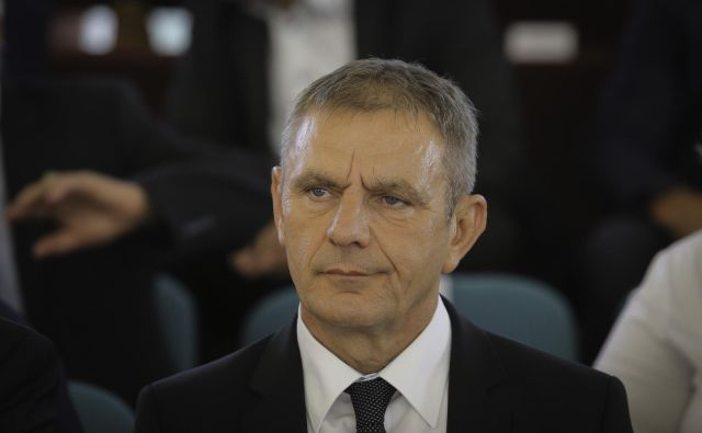 Če v državi velja vsaj minimalna raven korporativnega upravljanja, bi lahko Peter Vrisk ostal brez bančne nadzorniške licence.