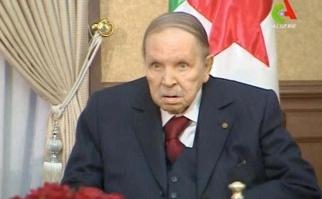 Odstop 82-letnega predsednika Abdelaziza Bouteflike, ki je bil na oblasti dve desetletji, so v minulih tednih zahtevali na množičnih protestih. FOTO: Reuters