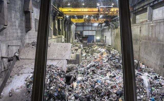 V sežigalnici odpadkov na leto ustvarijo 400.000 ton CO2, ki bi ga lahko v celoti zajeli in shranili pod morskim dnom. FOTO: Matjaž Krivic
