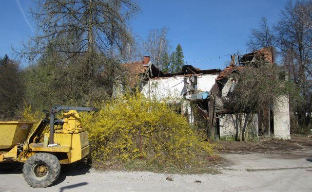 Petriček je bil takoj po vojni kraj groze mnogih otrok, kasneje pa priljubljena izletniška točka. Danes vse propada. FOTO: Špela Kuralt/Delo