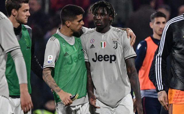Napadalec Juventusa Moise Kean je bil na Sardiniji strelec drugega gola, po katerem je ujezil del navijačev Cagliarija, ki so kmaj 18-letnega napadalca zasuli z rasističnimi zbadljivkami. FOTO: AFP