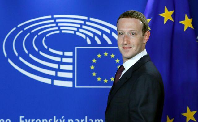Ustanovitelj Facebooka naj bi se zavzemal za plačevanje nekaterih vsebin ter podporo lokalnemu in raziskovalnemu novinarstvu.Foto: Reuters