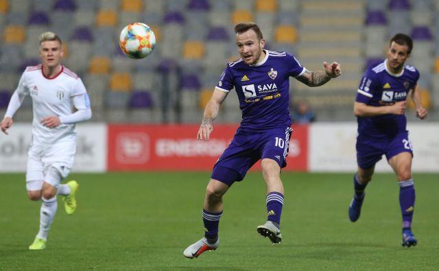 Mariborski junak je bil Dino Hotić, ki je v 84. minuti zabil zmagoviti gol. FOTO: Tadej Regent/Delo