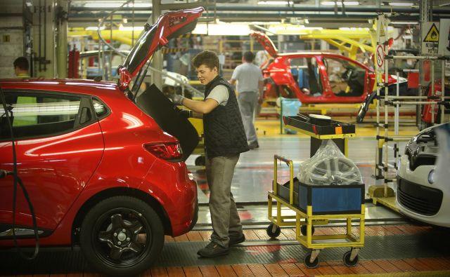Novomeški Revoz je ohranil prvo mesto na lestvici izvoznikov, na tuje je prodal za več kot 1,7 milijarde evrov avtomobilov. Foto Jure Eržen