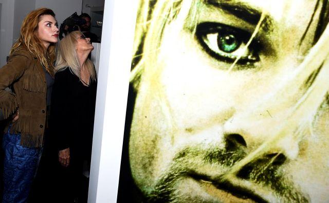 Fotografija z razstave Growing Up Kurt, ki je bila posvečena pokojnemu pevcu. FOTO: Reuters