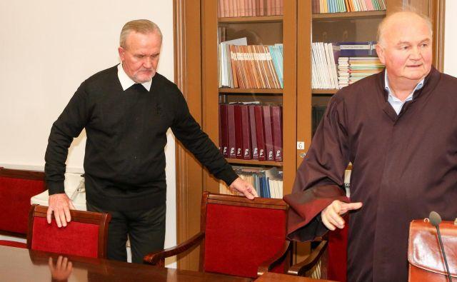 Peran Bošković s svojim zagovornikom, odvetnikom Milanom Krstićem. Foto Marko Feist