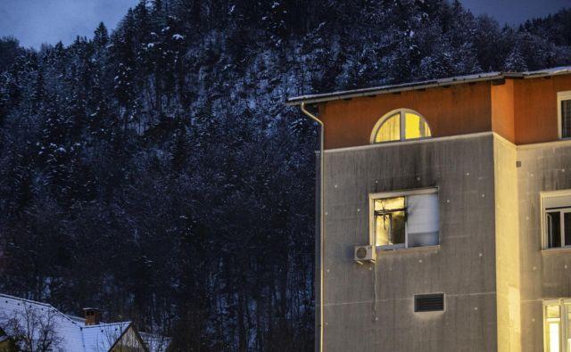 V požaru v jeseniški bolnišnici so umrle tri osebe. FOTO: Voranc Vogel/Delo