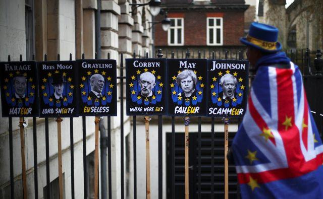 Tudi politično krizo na Otoku politiki EU spremljajo z zaskrbljenostjo, a tudi razumevanjem. FOTO: Hannah Mckay/Reuters