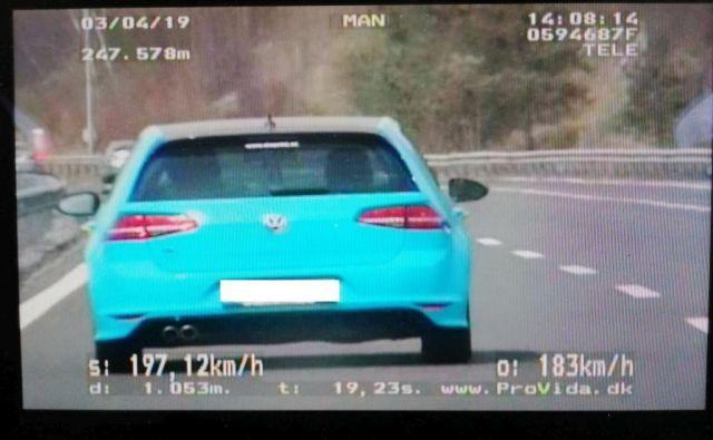 Policisti so na avtocesti z videonadzornim sistemom Provida vozniku na 1053 metrih razdalje izmerili povprečno hitrost 197,12 kilometra na uro. FOTO: Policija