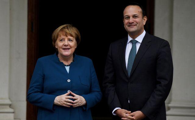 Irski premier Leo Varadkar in kanclerka Angela Merkel sta v Dublinu poudarila, da morata še naprej veljati sporazum, ki je končal dolgo obdobje nasilja, in integriteta skupnega evropskega trga. Foto: Reuters