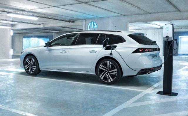 Še zelo novi peugeot 508 dobi tudi karavansko različico, pa tudi izvedenko bencinsko-eletkričnega priključnega hibrida. K nam pripelje prihodnje leto. Foto Peugeot
