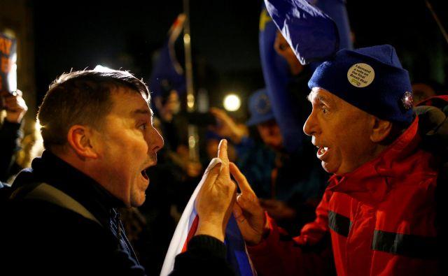 Referendum pred tremi leti je uspel razdeliti tako otoško politiko kot javnost. Njegova ponovitev bi povzročil še hujšo škodo, opozarja Peter Hitchens. FOTO: REUTERS/Henry Nicholls