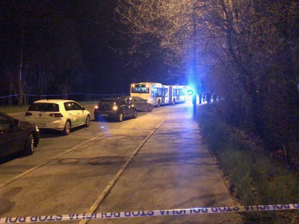 FOTO:Neznanec ugrabil avtobus LPP in vozniku grozil s smrtjo, ena oseba mrtva