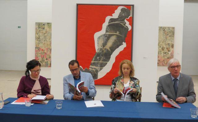 Z leve: Andreja Hribernik (direktorica Koroške galerije likovnih umetnosti), Rafael Vostell (Boris Lurie Art Fundation) in Ivonna Veiherte (umetnostn azgodovinarka in galeristka iz Latvije). FOTO: Mateja Kotnik