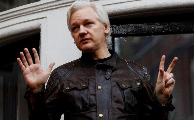 Julian Assange je na ekvadorskem veleposlaništvu že od leta 2012. FOTO: Peter Nicholls/Reuters