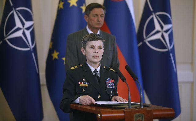 Alenka Ermenc je zagotovila, da je po zdravstvenem izzivu v dobri kondiciji in je opravilno sposobna, da bo svojo nalogo lahko kakovostno opravljala še naprej, vse dokler bo zasedala položaj načelnice generalštaba. FOTO: Blaž Samec