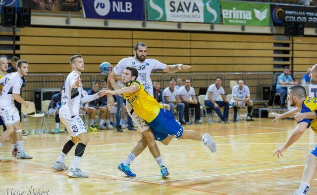 Vladimir Bojanić (številka 32) je pravi hrust v obrambi Trima.FOTO:Matia Ščukovt/RD Koper