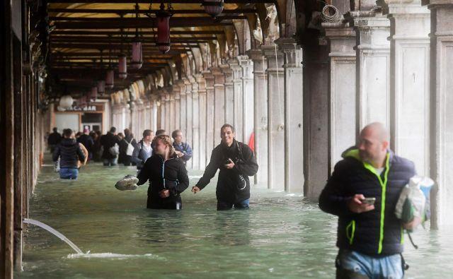 Poplave so v Benetkah pogoste, oktobra lani so bile pod vodo tri četrtine mesta. FOTO: AFP