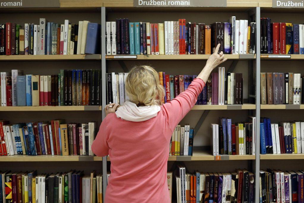 Bi bilo pametno z nižjim DDV spodbuditi bralno kulturo?
