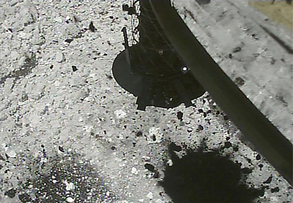 Japonci bombardirali asteroid